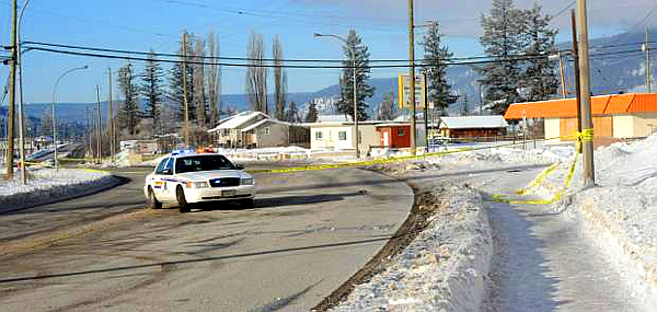 Williams Lake BC Mounties probe a Jan. 2, 2016 shooting (Angie Mindus-Williams Lake Tribune)